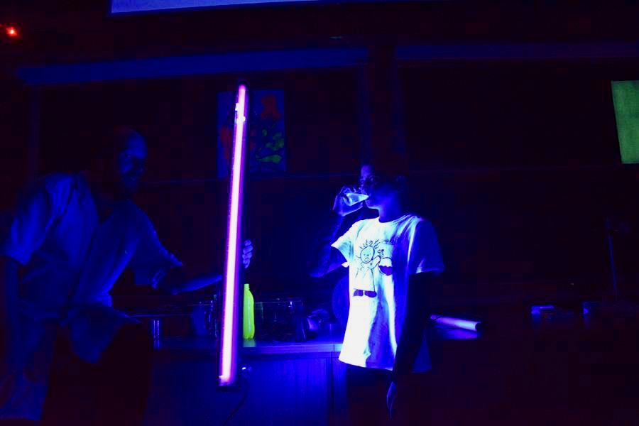 Przepis na napój energetyczny — wzbudzone światłem UV cząsteczki napoju